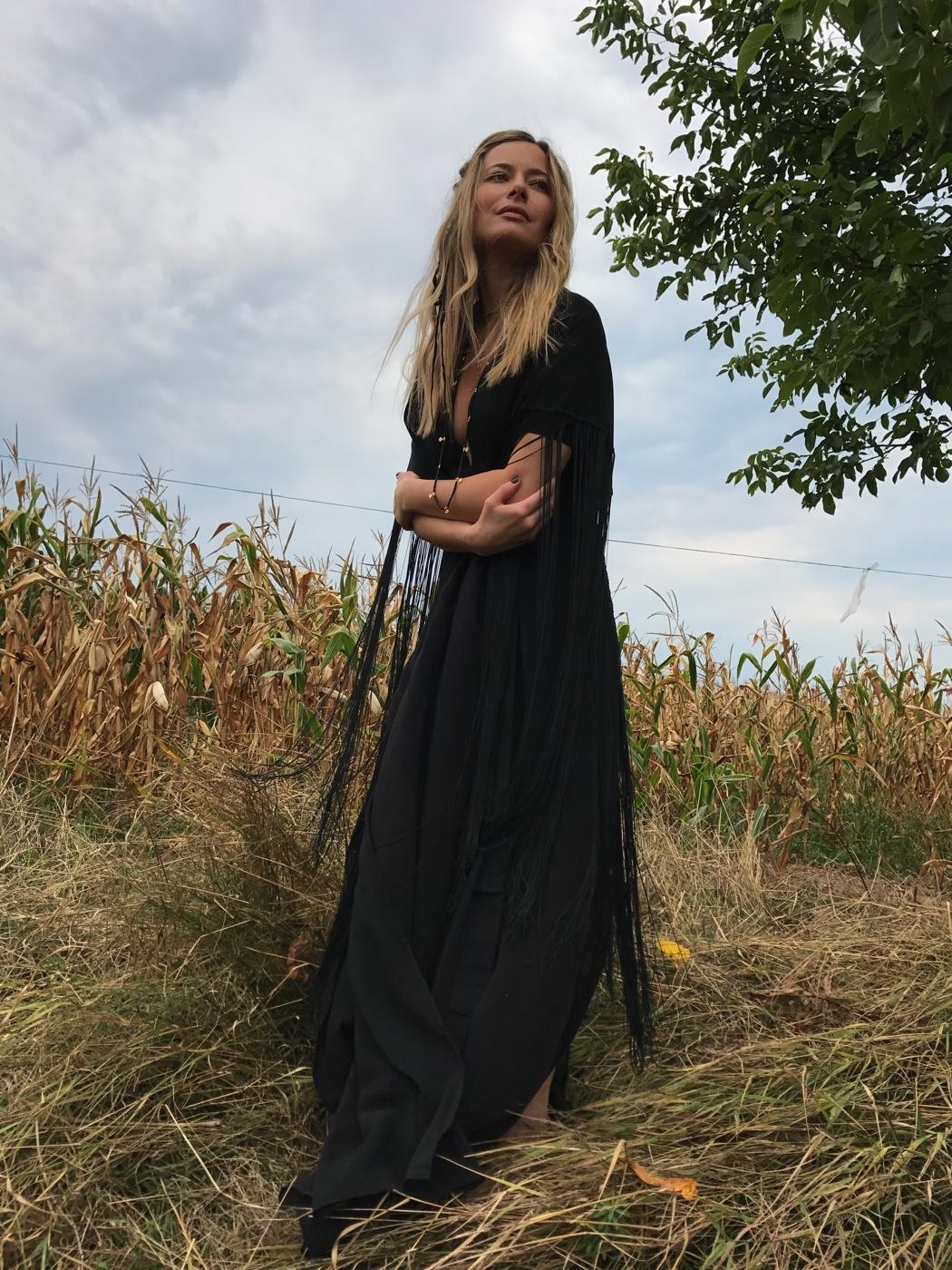 Laura Cosoi 23