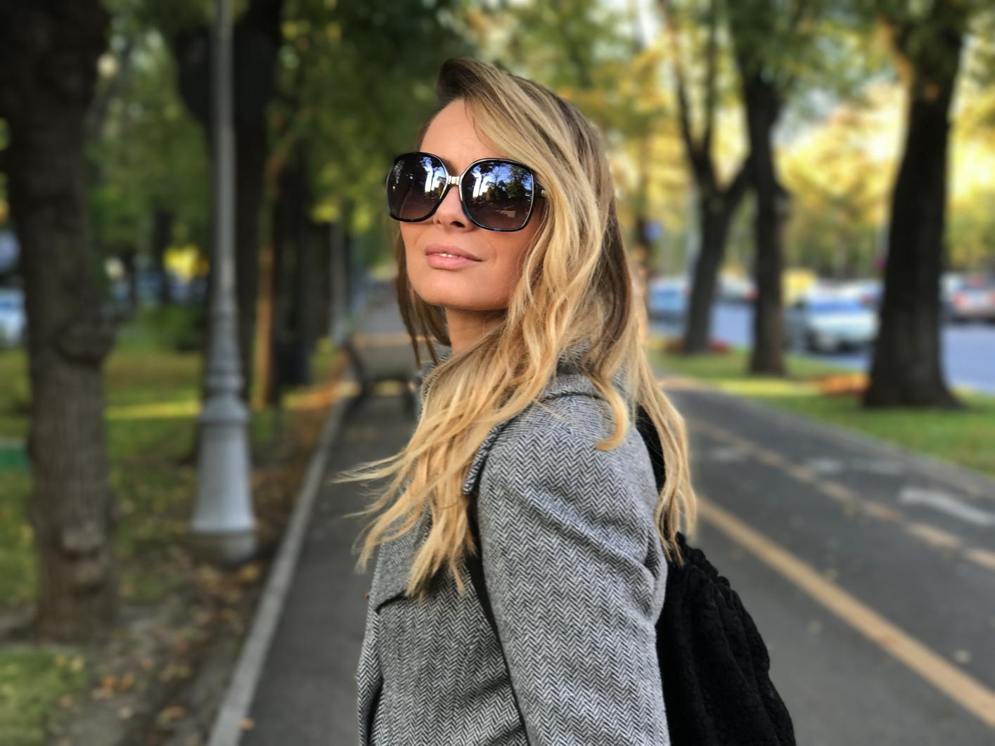 Laura Cosoi 10