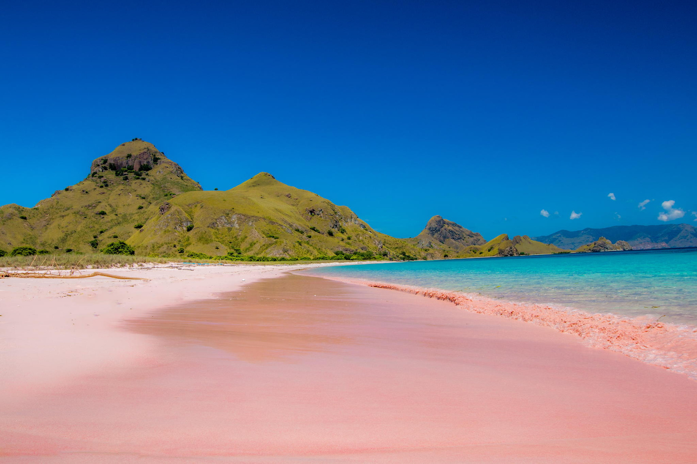 Travacello-Pink-Beach-Lombok