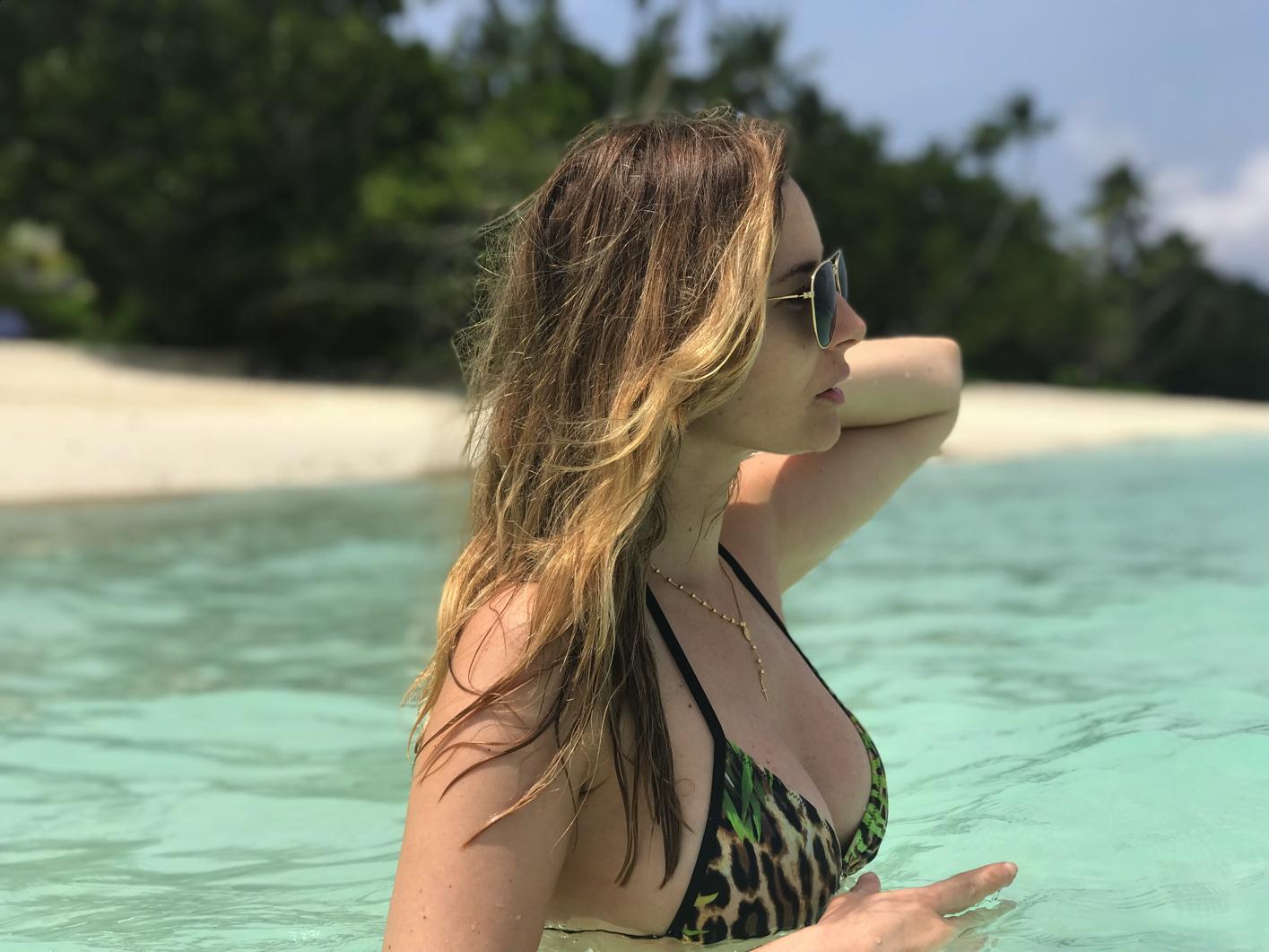 Laura Cosoi 041