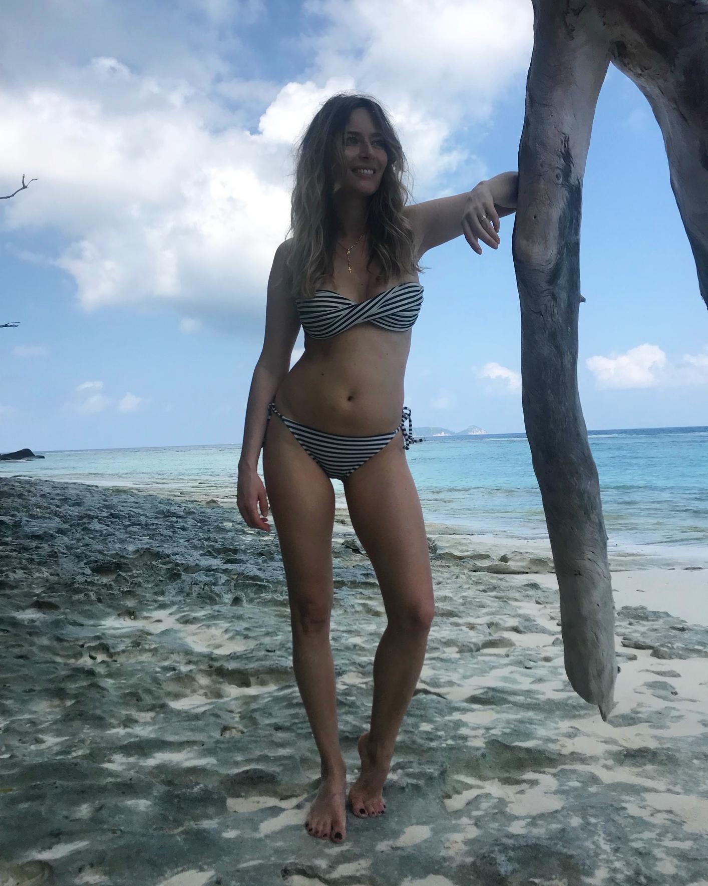 Laura Cosoi 087