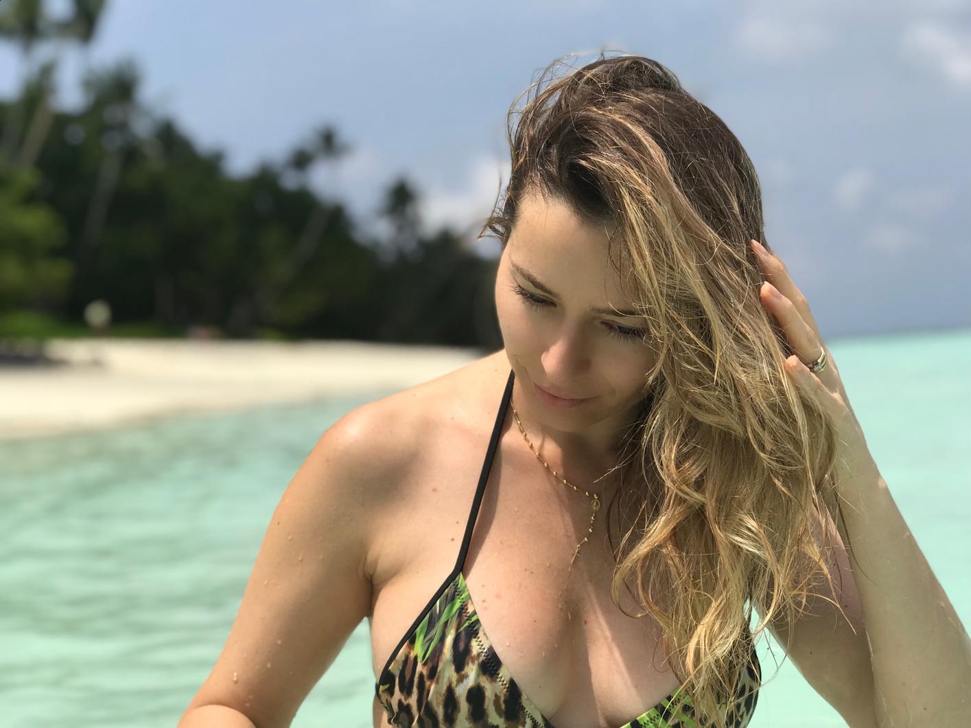 Laura Cosoi 092
