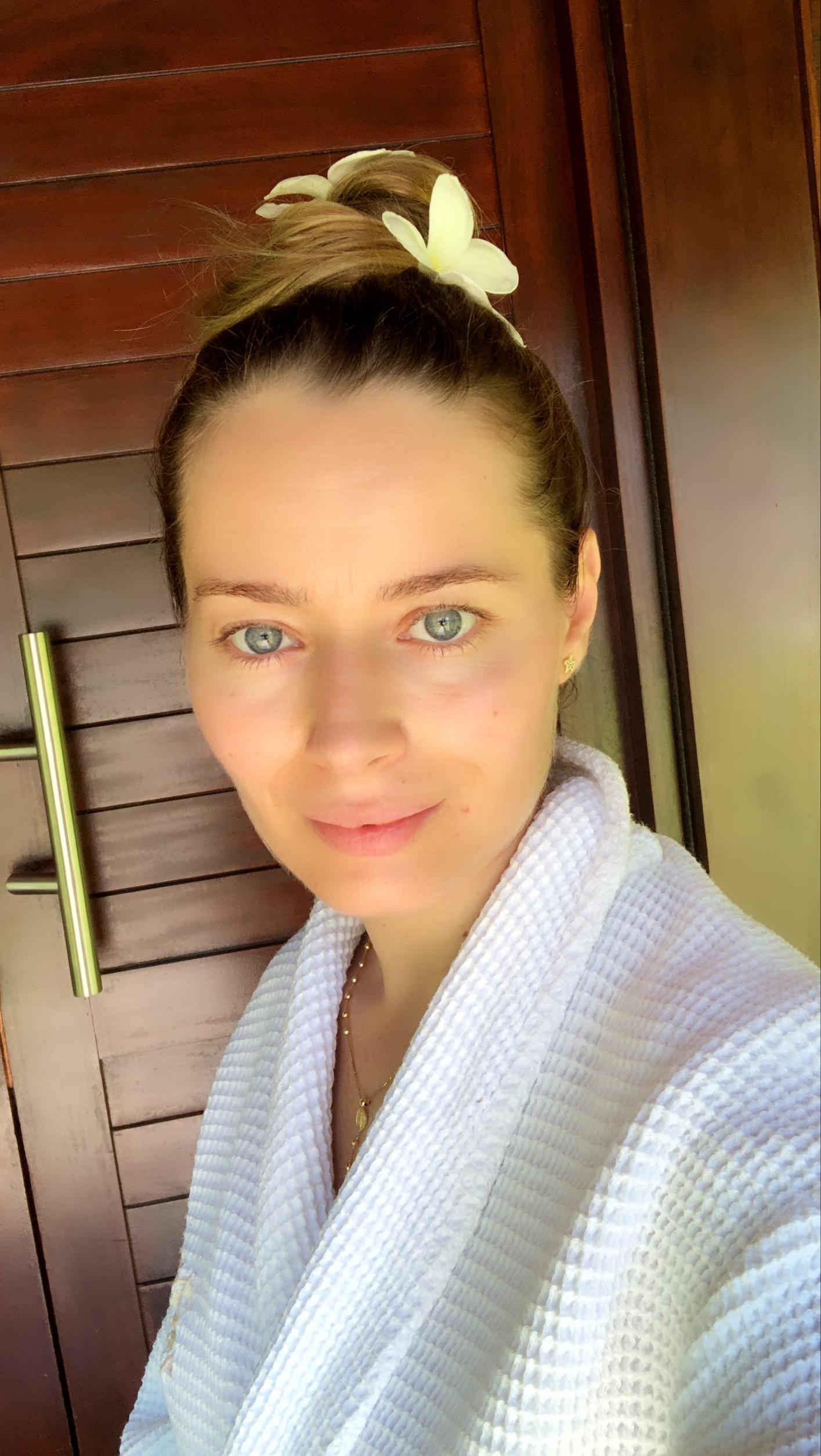 Laura Cosoi 30