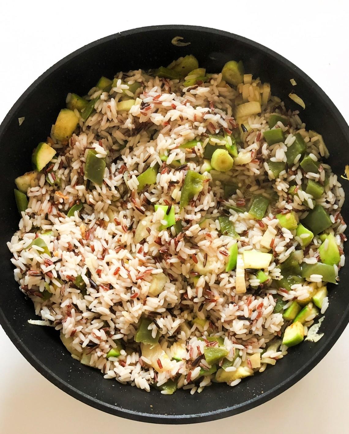 Orez in stil asiatic cu legume,  lapte de cocos si sofran