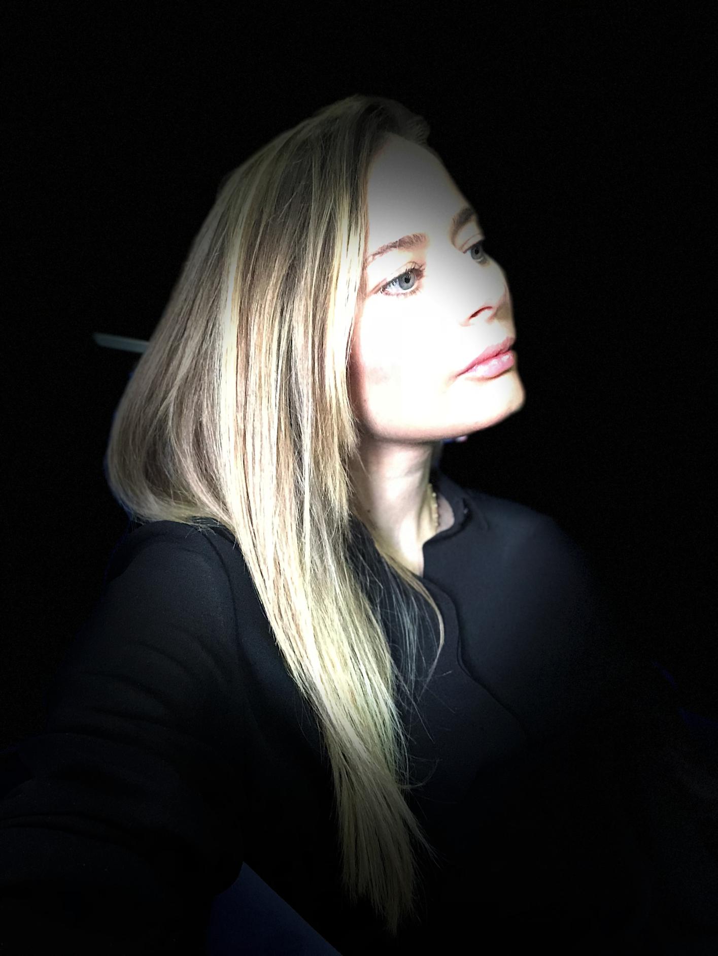 Laura Cosoi 05
