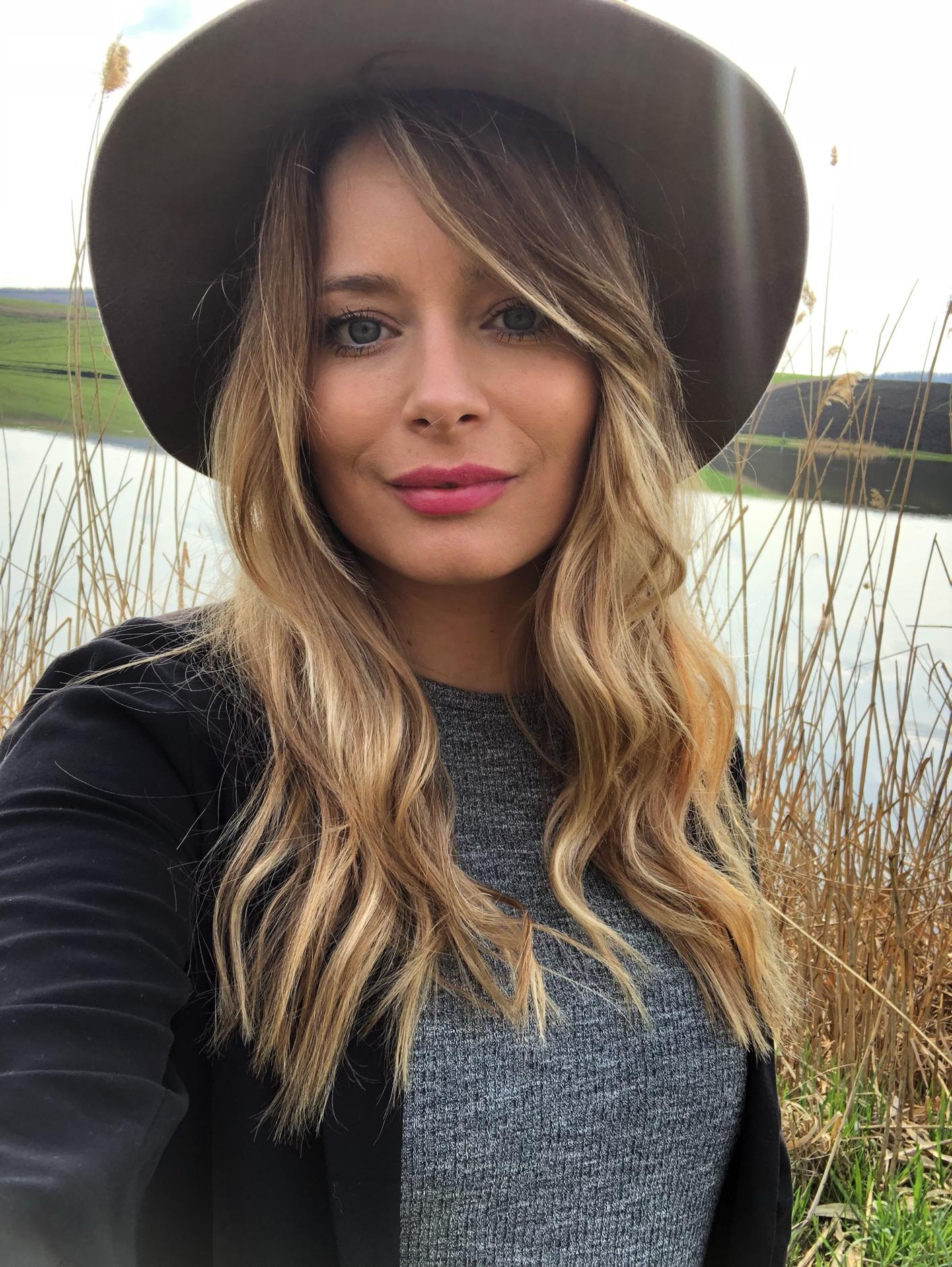 Laura Cosoi 20