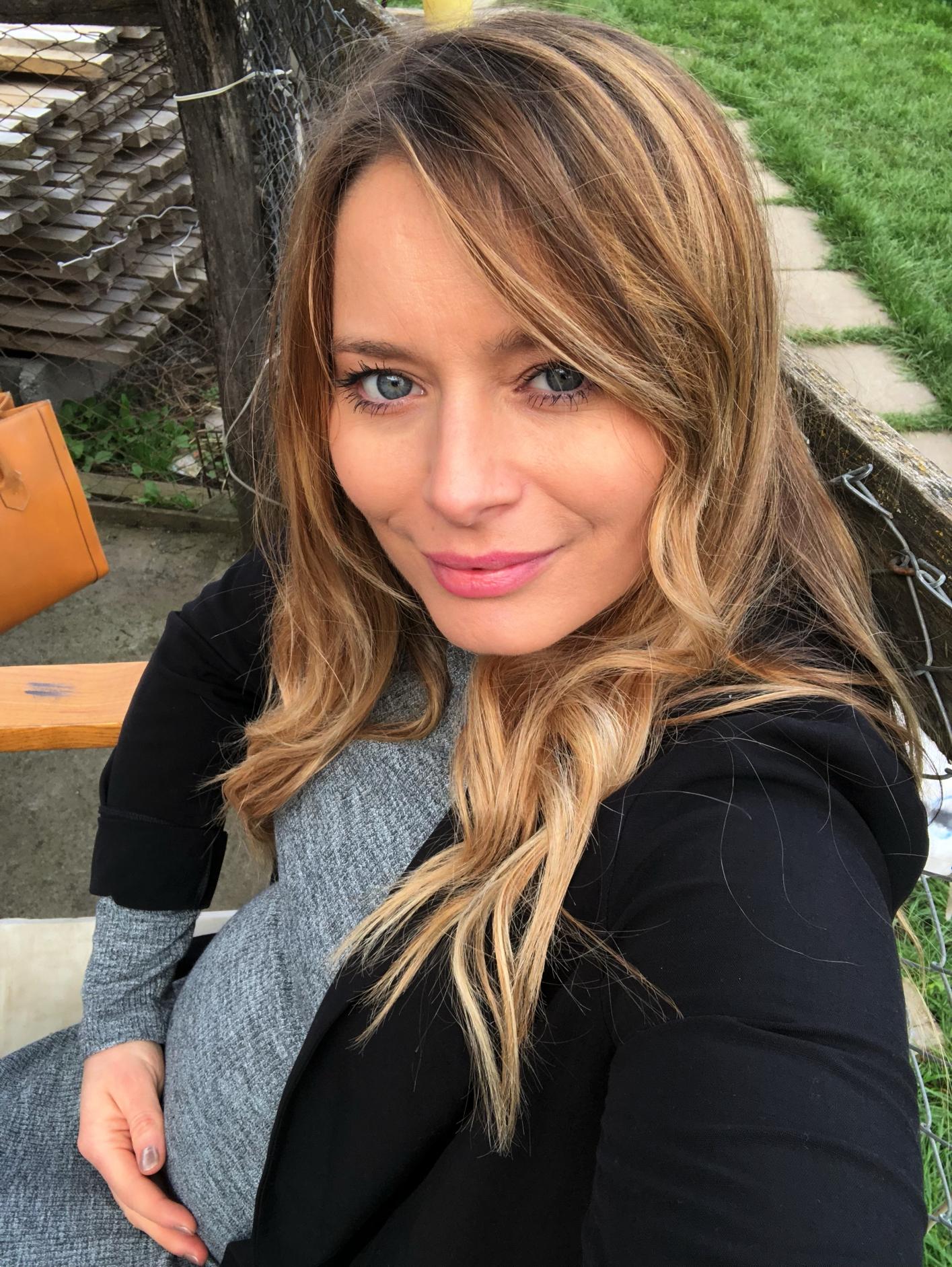 Laura Cosoi 40