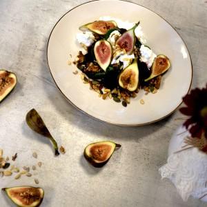 SarcinaZEN by AptaNUTRICIA: Salata de sfecla rosie cu smochine
