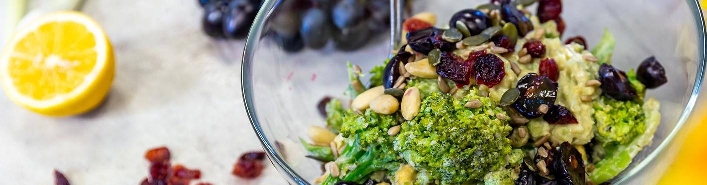 SarcinaZEN by AptaNUTRICIA: Salata vegana de broccoli