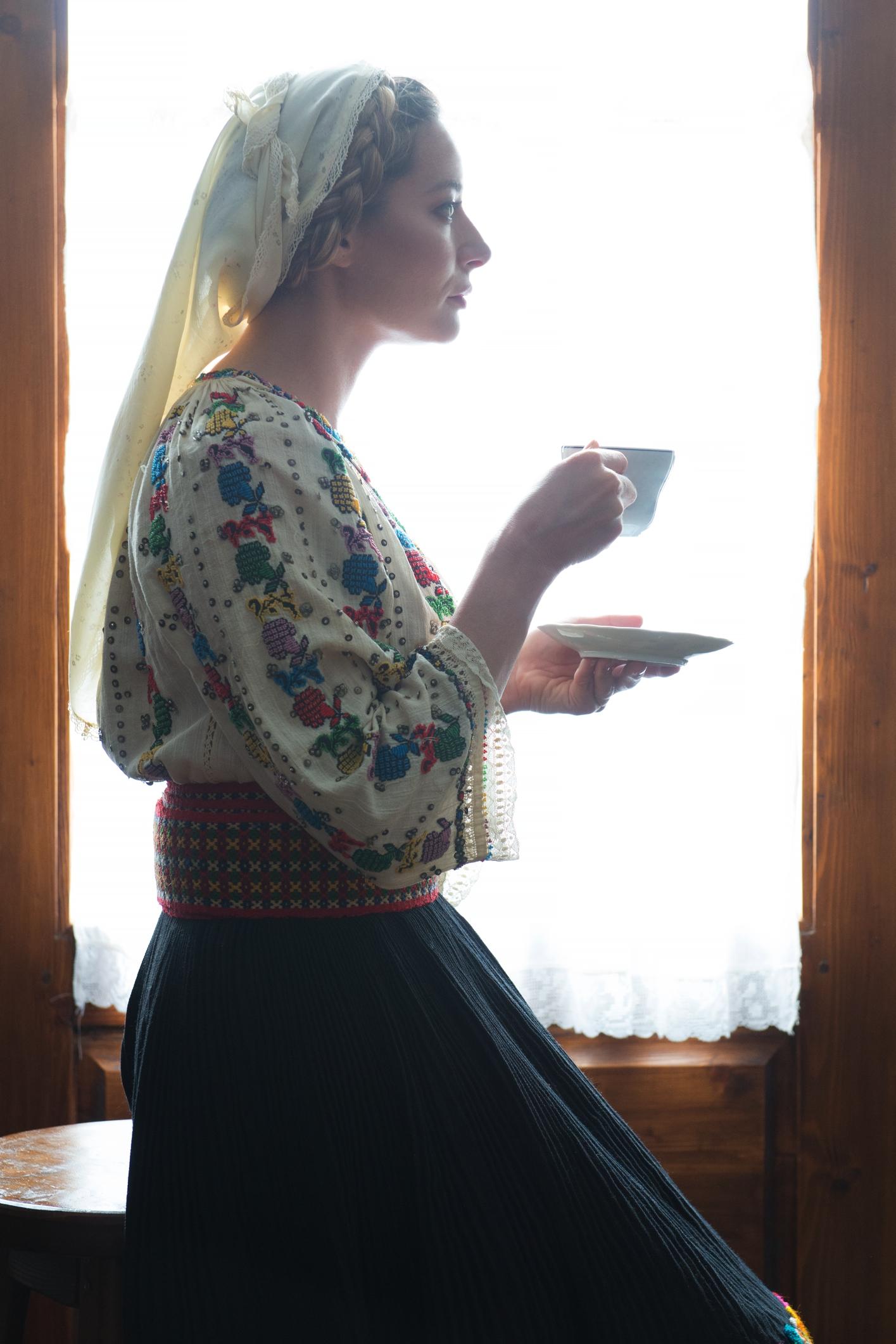 Laura Cosoi 07