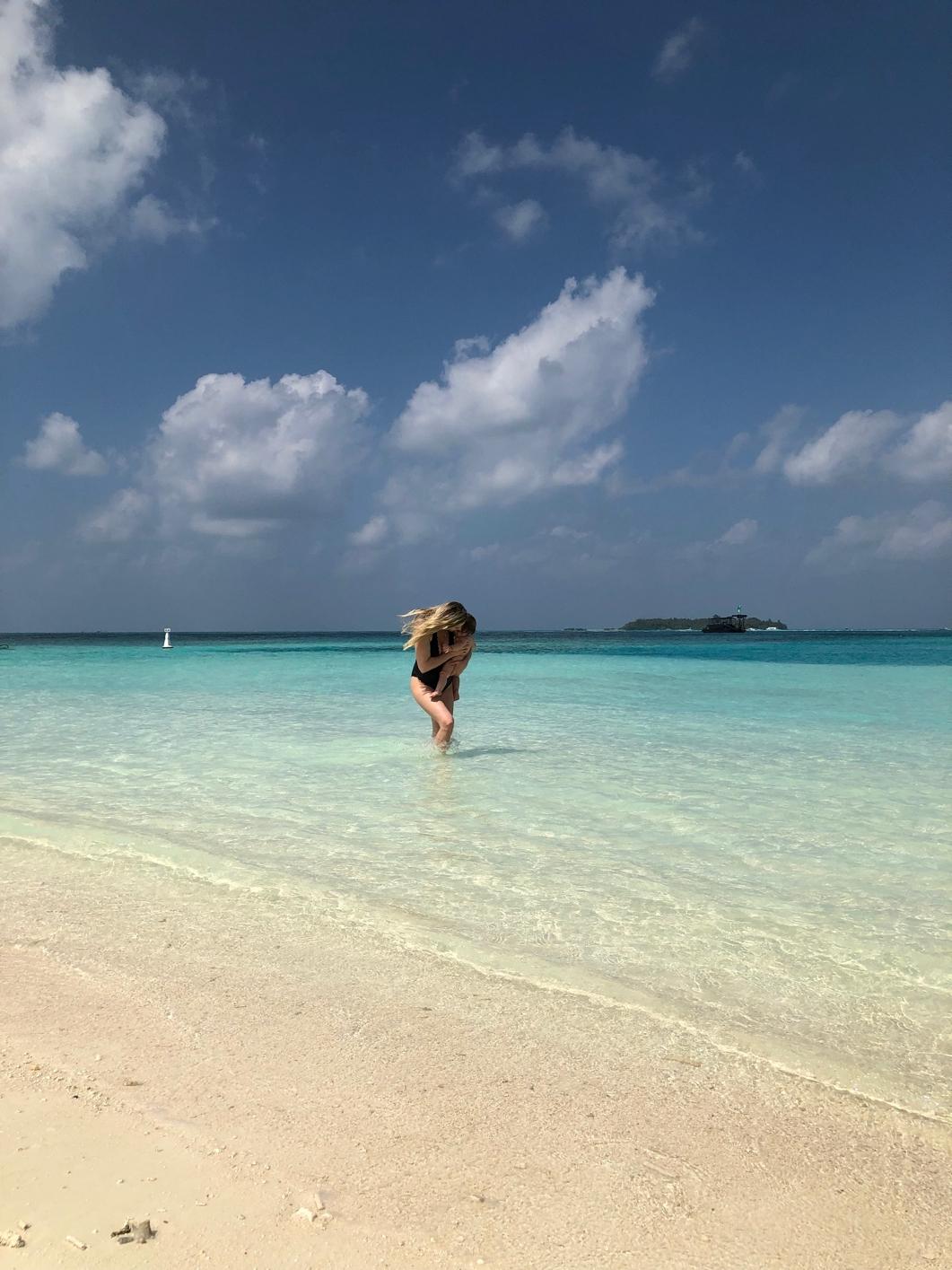 Maldive – Primul zbor lung al Ritei si bagajul
