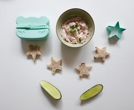 """Retete pentru copii: """"Star Sandwich"""" cu pasta de ton"""