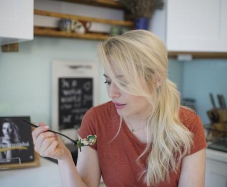 Salata calda de hrisca cu stevie si kale (de post)