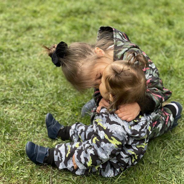 Haine ideale pentru joaca in natura